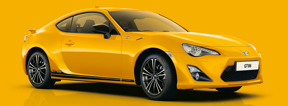 Toyota GT86, exterior side view, yellow on yellow background