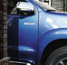 Hilux 4x4, Island Blue exterior, close up