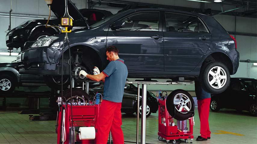 9865ee73 Trygg bilservice med Toyota Verkstad - Toyota Sverige